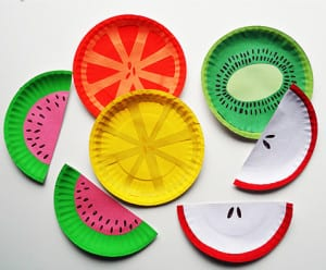 Фрукты из одноразовых тарелок