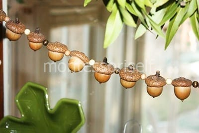 Осенняя подвеска из желудей