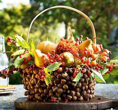 Осенняя корзинка из желудей