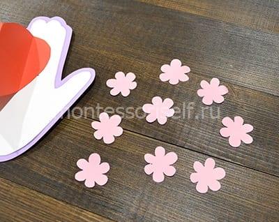 Вырезаем цветочки