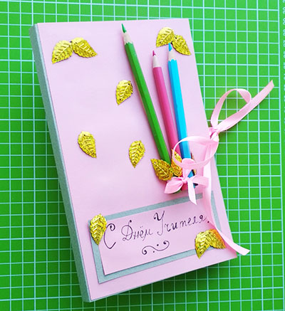 Открытка учителю объемная с карандашами