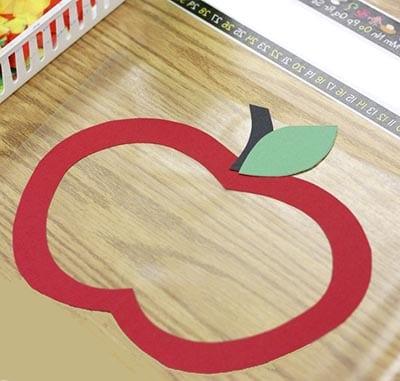 Контур яблока на пленке