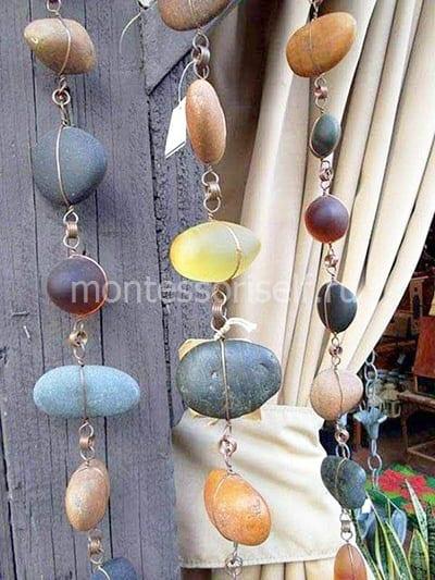 Подвеска из камней для дома