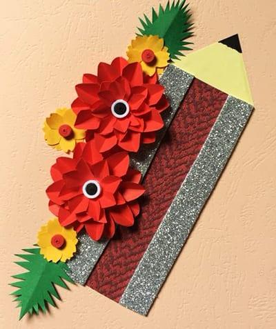 Открытка с карандашом и цветами на 1 сентября