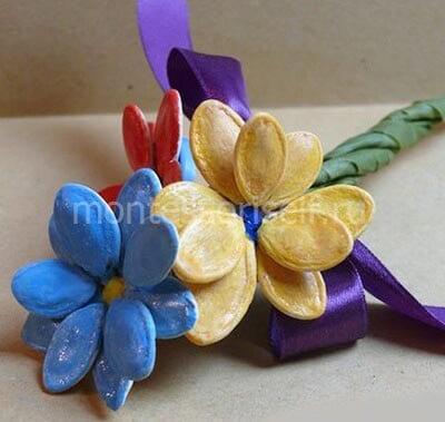 Букет цветов из тыквенных семечек
