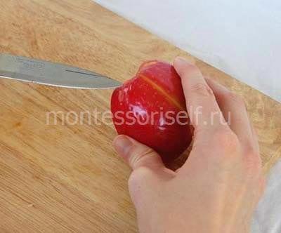 Разрезаем яблоко