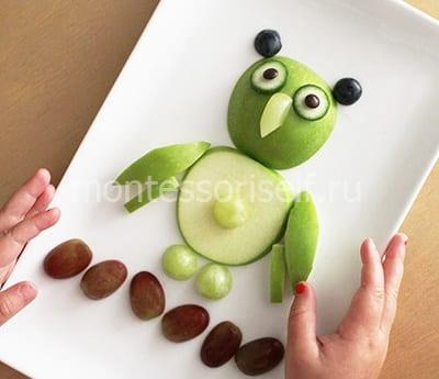 Сова из яблока и винограда