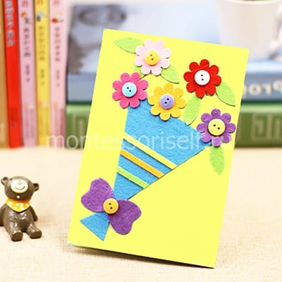 Открытка с букетом цветов из фетра и пуговиц