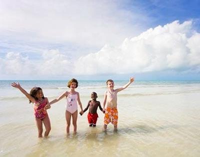 Дети в море