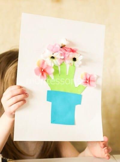 Аппликация из ладошки и настоящих цветов