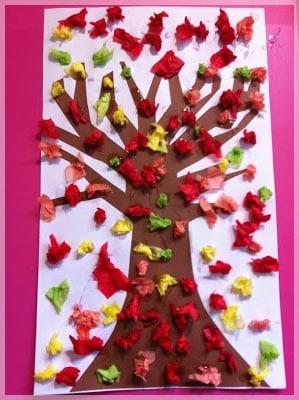 Осеннее дерево из бумажных комочков