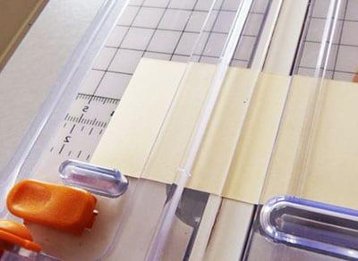 Квадраты белой бумаги