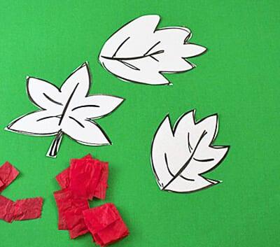 Осенние листья и кусочки бумаги