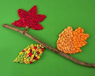 Осенние листья из комочков бумаги
