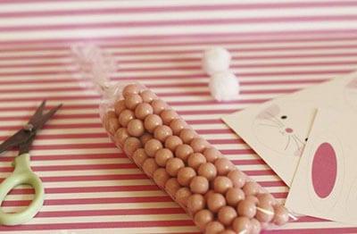 Узкий пакетик с конфетами