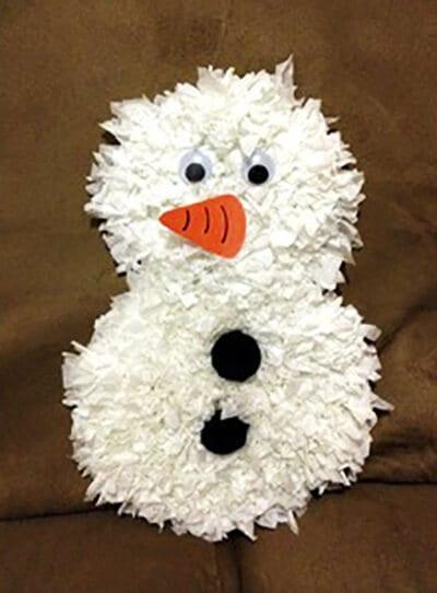Снеговик из бумаги готов