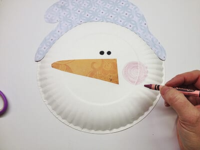 Снеговик из одноразовой тарелки