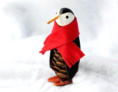 Пингвин из шишки