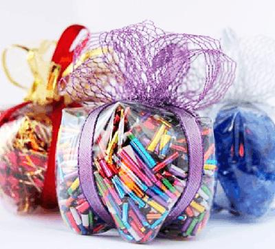 Подарок с восковыми мелками из пластиковой бутылки