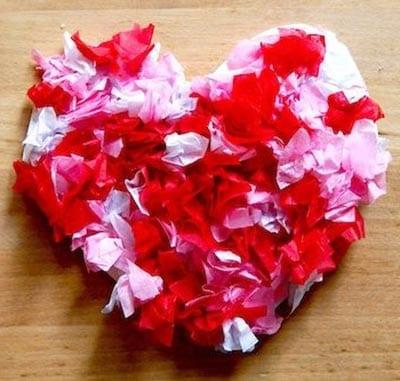 Сердце из кусочков бумаги