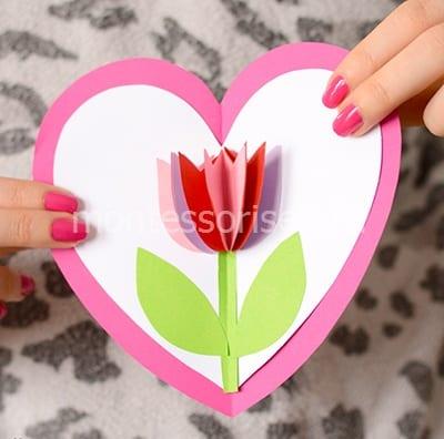 Открытка с тюльпаном в виде сердечка