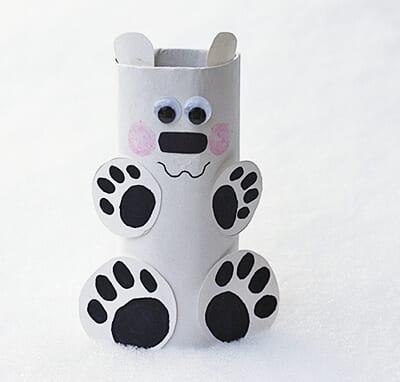 Белый медведь из картонного рулона