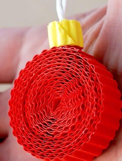 Новогодний шарик из гофрированного картона
