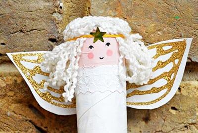 Ангел из картонного рулона