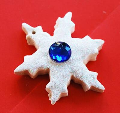 Снежинка из соленого теста