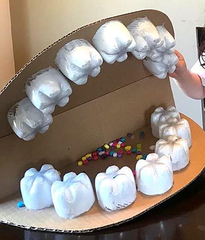 Рот из картона и пластиковых бутылок