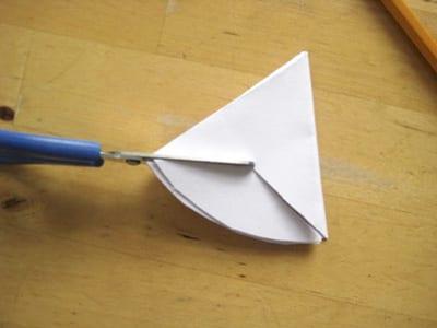Отрезаем от края треугольник