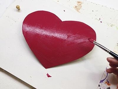 Покрываем сердечко краской
