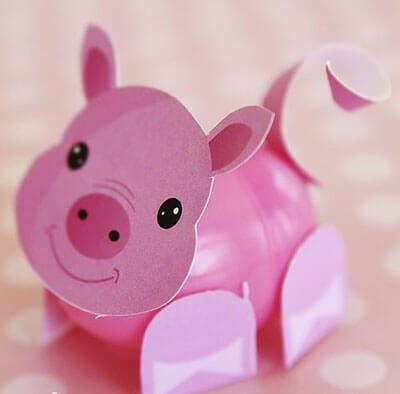 Свинка из киндера и бумаги