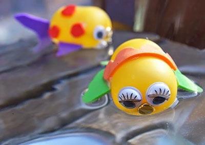 Легкие рыбки хорошо плавают
