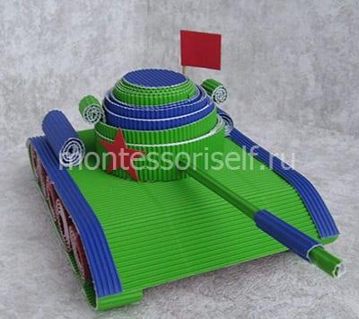 """Военная техника """"танк"""" из гофрированного картона"""
