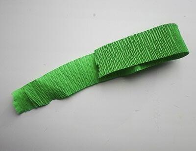 Полоска зеленой бумаги