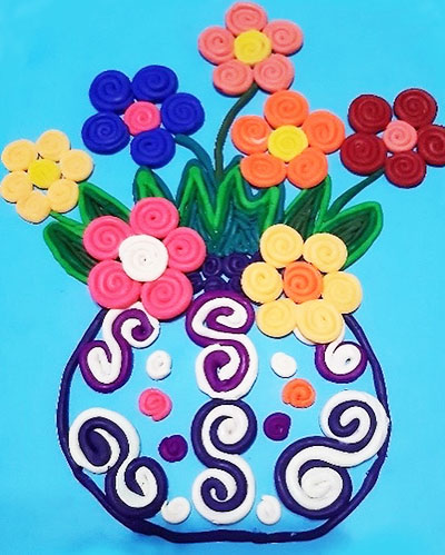 Цветы в вазочке на голубом картоне