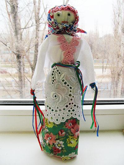 Кукла-масленица в русском народном костюме