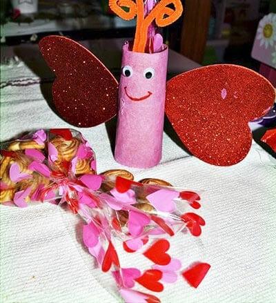 Наполняем рулончик-бабочку печеньем