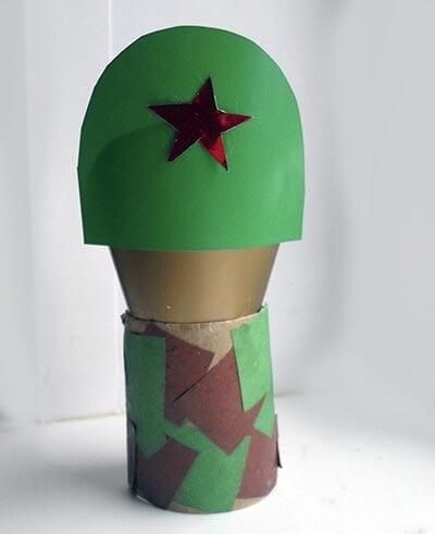 Приклеиваем голову солдата
