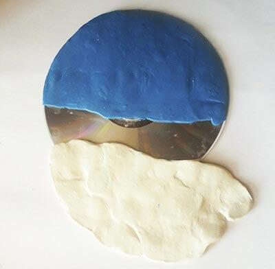 Glue white plasticine