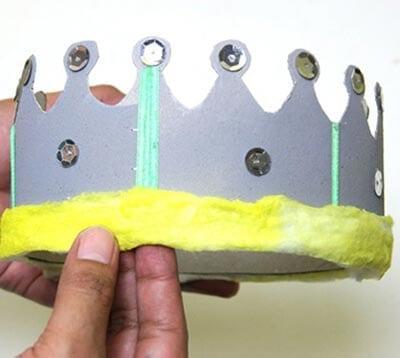 Царская корона с драгоценностями и меховой опушкой
