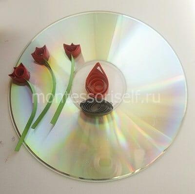 Бутоны со стеблями на диске