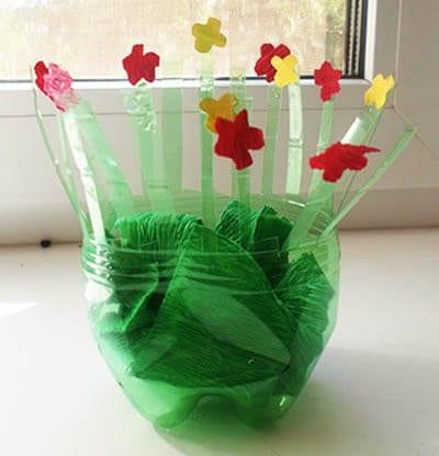 Кладем зеленую бумагу - травку на дно