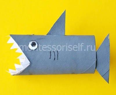 Акула из картонного рулона