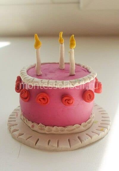 Украшаем розочками весь тортик