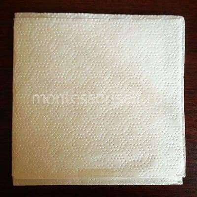 Салфетка или тонкая бумага