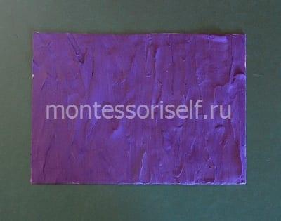 Покрываем картон фиолетовым пластилином