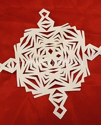 Снежинка вырезанная по образцу 2