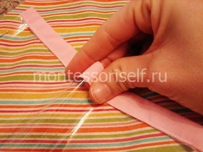 Укладываем полиэтилен на ткань